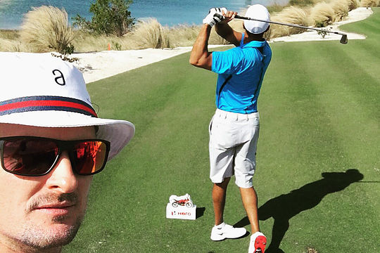 Justin Rose watches Tiger Woods tee off at the Hero World Challenge