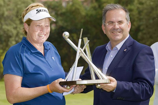 Karen Lunn presented with the Portugal Ladies Open trophy