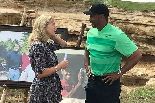 Tiger Woods meets with Payne Stewart's widow Tracey